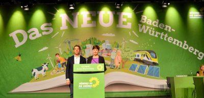 Landesvorsitzende-Sandra-Detzer-und-Oliver-Hildenbrand-eröffnen-den-Parteitag-880x425